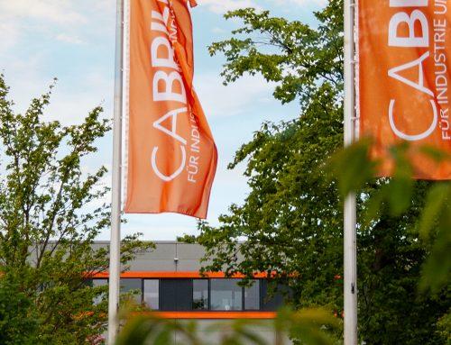 Neue Flaggen schmücken das Firmengelände